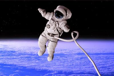 Por qué es imposible eructar en el espacio
